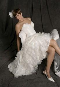 Миниатюра к статье Короткие свадебные платья со шлейфом