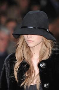 модная шляпа сезона осень 2010 фото