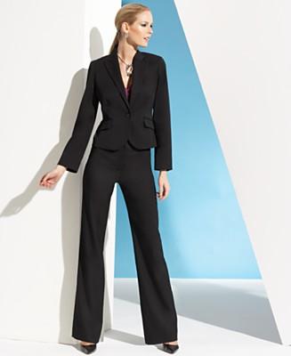 Комментарий: женскую одежду.  Деловой стиль одежды.