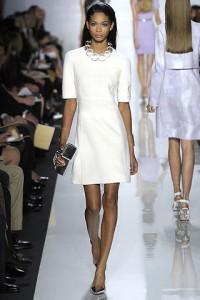 модное белое маленькое платье
