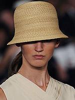 весна 2011 модные шапки