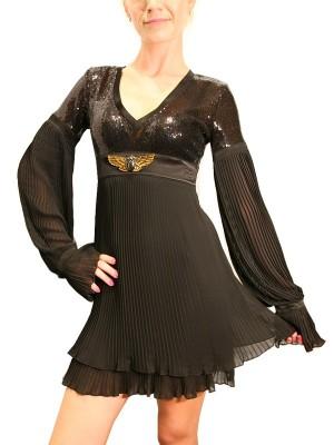 Черное платье, вверх и рукавов украшен черными паетками, низ туники и