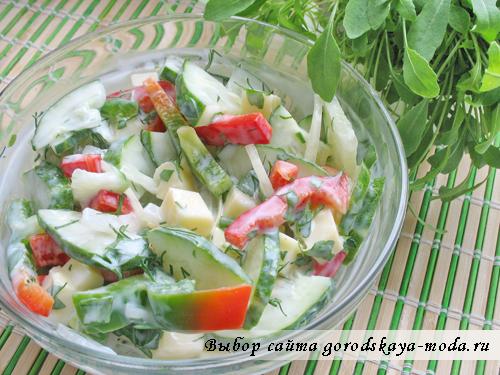 Овощной салат с сулугуни и рукколой