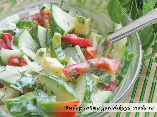 фото салата с сулугуни и руколой