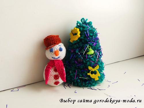 сувенир к новому году вязаный снеговичок фото