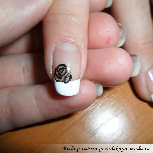 как нарисовать розочку на ногтях