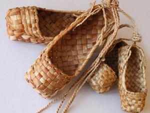Миниатюра к статье Национальная обувь: ичиги, онучи, пимы, черевички