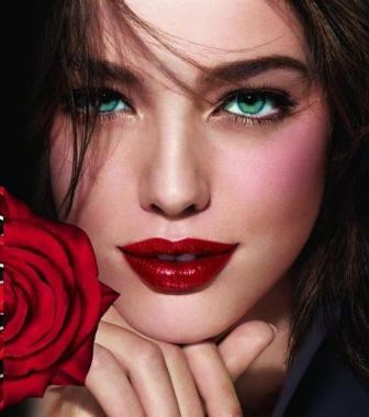 Миниатюра к статье Вишневая помада - горячий тренд осеннего макияжа