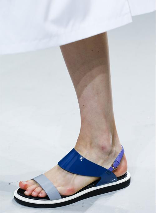 Letnjaja-obuv'-s-modnyh-pokazov-Suno