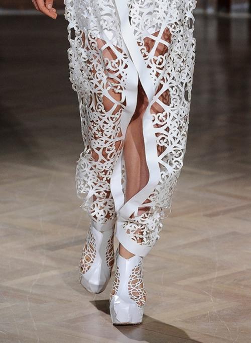 Letnjaja-obuv'-s-modnyh-pokazov-Threeasfour