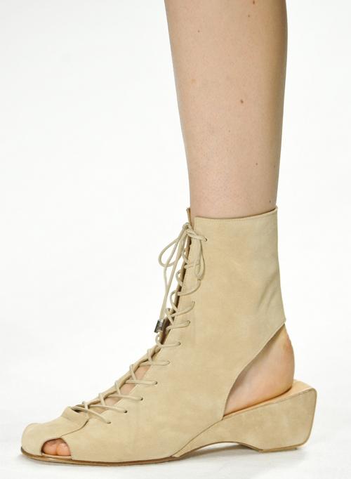 Letnjaja-obuv'-s-modnyh-pokazov-Vanessa-Bruno