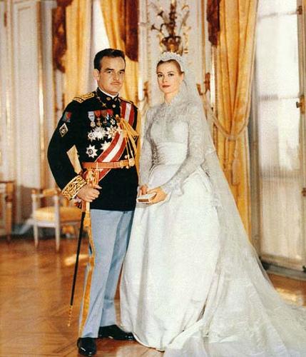 Миниатюра к статье Самые эксклюзивные, дорогие и красивые свадебные платья с фото