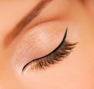 Миниатюра к статье Как правильно красить глаза