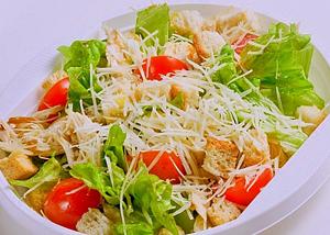 Миниатюра к статье Салат Цезарь. 4 вкусных рецепта приготовления