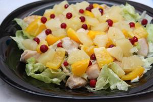 Как приготовить салат с ананасами и курицей