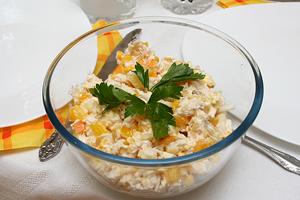 Как приготовить салат с ананасом и креветками
