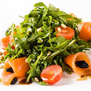 Как приготовить салат со слабосолёной сёмгой