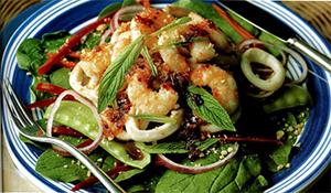 рецепт салата с кальмарами и креветками