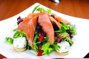 Салат с сёмгой слабосолёной