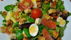 Рецепт приготовления салата с сёмгой слабосолёной