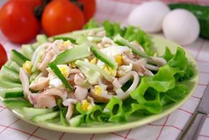 Как приготовить салат из кальмаров с огурцом