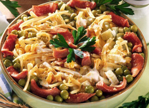 Рецепт приготовления салата с кукурузой и колбасой