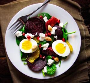 Миниатюра к статье Какие салаты приготовить на день рождения