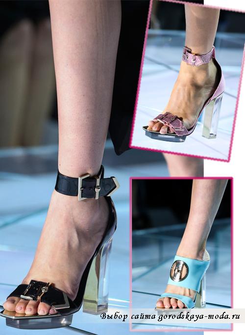 Босоножки с прозрачным каблуком от Versace