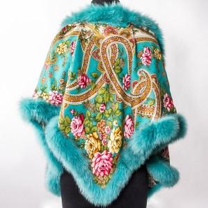 Миниатюра к статье Павлопосадский платок — яркий и незабываемый аксессуар